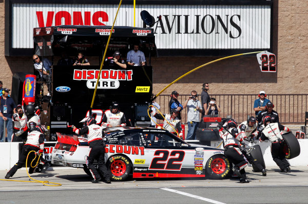 20-21 March, 2015, Fontana, California USA Brad Keselowski pit stop ©2015, Matthew T. Thacker LAT Photo USA