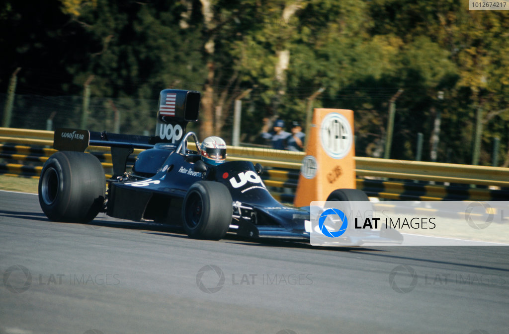 Buenos Aires, Argentina. 13th January 1974.Peter Revson (Shadow DN3A-Ford), retired, action.World Copyright: LAT Photographic.Ref:  Colour Transparency.
