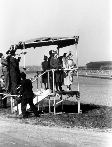 1950 British Grand Prix.Silverstone, Great Britain. 13th May 1950.The Royal family watching the race.World Copyright: LAT Photographicref: B&W Print