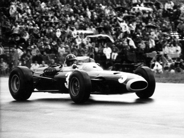 1965 United States Grand Prix.Watkins Glen, United States. 3 October 1965.Graham Hill, BRM P261, 1st position, action.World Copyright: LAT PhotographicRef: b&w print