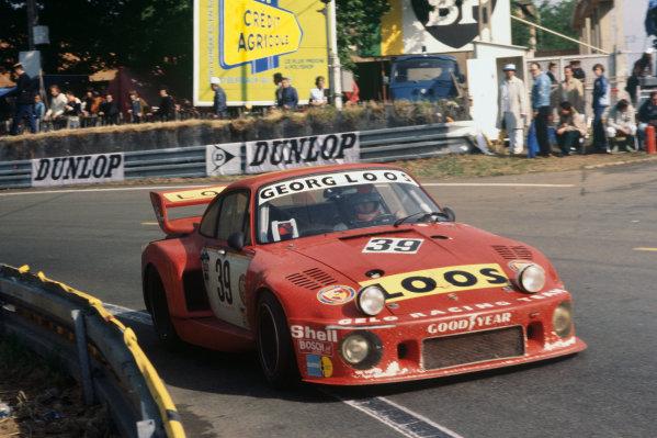 Le Mans, France. 11th - 12th June 1977 Toine Hezemans/Tim Schenken/Hans Heyer (Porsche 935), retired, action. World Copyright: LAT PhotographicRef: 77LM32.