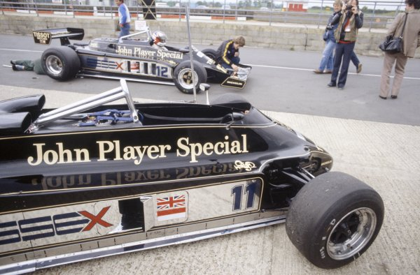 1981 British Grand Prix.Silverstone, Great Britain. 16-18 July 1981.Nigel Mansell attempts to qualify in the Lotus 87-Ford Cosworth after the 88B (foreground) was banned. He did not qualify.World Copyright: LAT PhotographicRef: 35mm transparency 81GB03