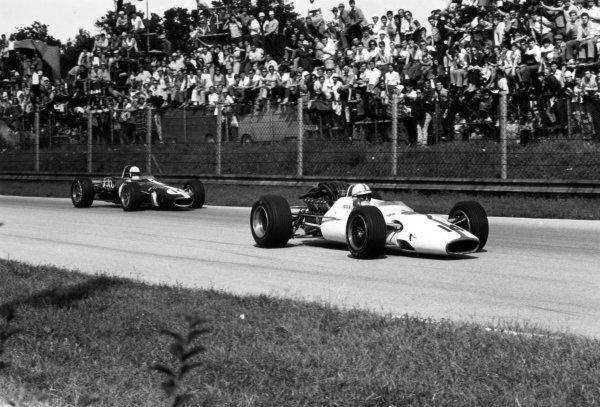 1967 Italian Grand Prix Monza, Italy. 10 September 1967 John Surtees, Honda RA300, 1st position, leads Ludovico Scarfiotti, Eagle AAR103-Weslake, retired, action World Copyright: LAT PhotographicRef: 1730 #25/25A