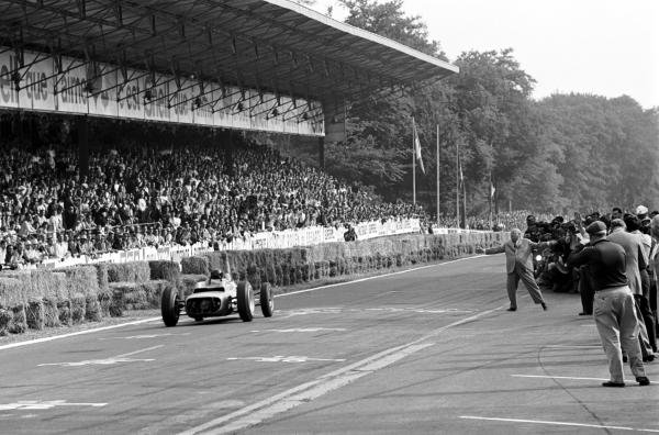 Dan Gurney (USA) Porsche 804 crosses the line to take his first Grand Prix victory and the first for manufacturer Porsche.