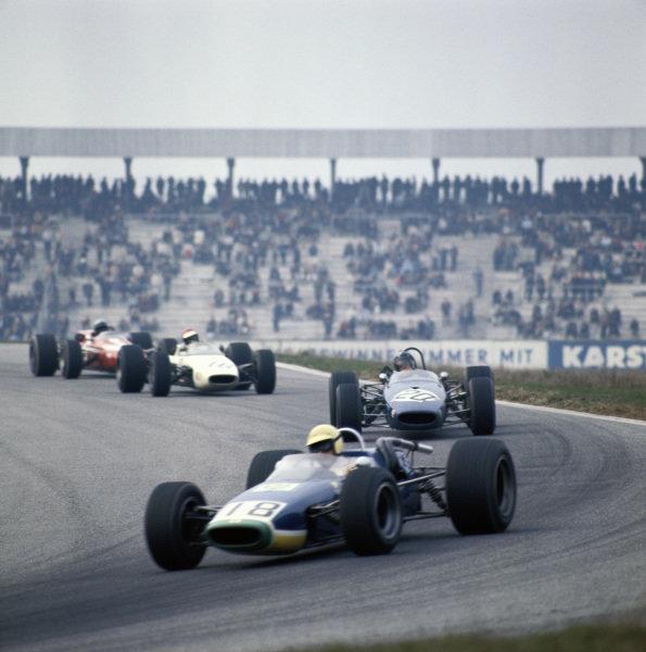 Jo Schlesser, Ecurie Intersport SA, McLaren M4A Cosworth leads Chris Lambert, London Racing Team, Brabham BT23C Cosworth.
