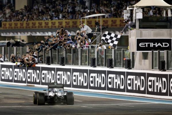 Race winner Nico Rosberg (GER) Mercedes AMG F1 W06 takes the chequered flag at Formula One World Championship, Rd19, Abu Dhabi Grand Prix, Race, Yas Marina Circuit, Abu Dhabi, UAE, Sunday 29 November 2015. BEST IMAGE