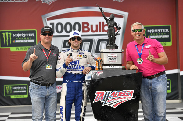 #12: Ryan Blaney, Team Penske, Ford Mustang Dent Wizard wins