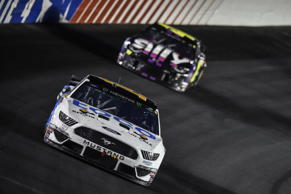 #14: Clint Bowyer, Stewart-Haas Racing, Ford Mustang Toco Warranty, #48: Jimmie Johnson, Hendrick Motorsports, Chevrolet Camaro Ally
