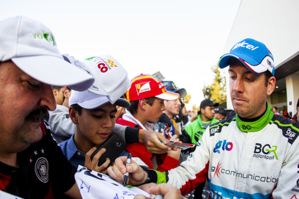 Benito Guerra (MEX) signs autographs for fans after the Race of Champions on Sunday 20 January 2019 at Foro Sol, Mexico City, Mexico