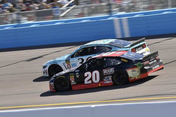 #20: Erik Jones, Joe Gibbs Racing, Toyota Camry Reser's Fine Foods and #36: Matt Tifft, Front Row Motorsports, Ford Mustang Surface Sunscreen / Tunity