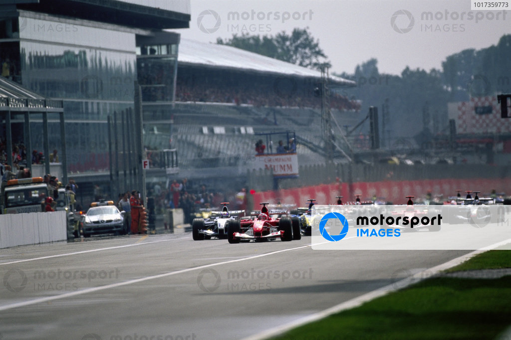 Rubens Barrichello, Ferrari F2004 leads Juan Pablo Montoya, Williams FW26 BMW, Fernando Alonso, Renault R24 and Michael Schumacher, Ferrari F2004 at the start.