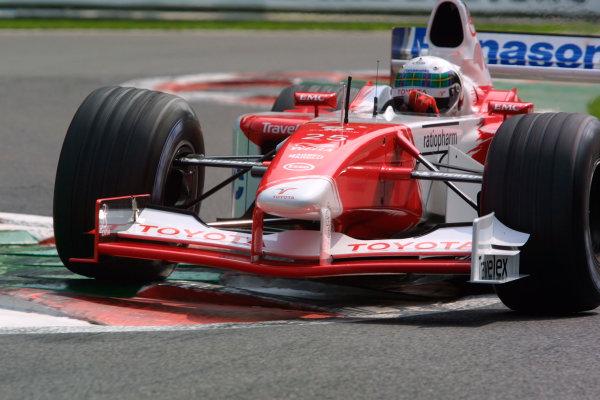 2002 Belgian Grand Prix - PracticeSpa-Francorchamps, Belgium. 30th August 2002.Allan McNish (Toyota TF102).World Copyright - LAT Photographicref: digital file only