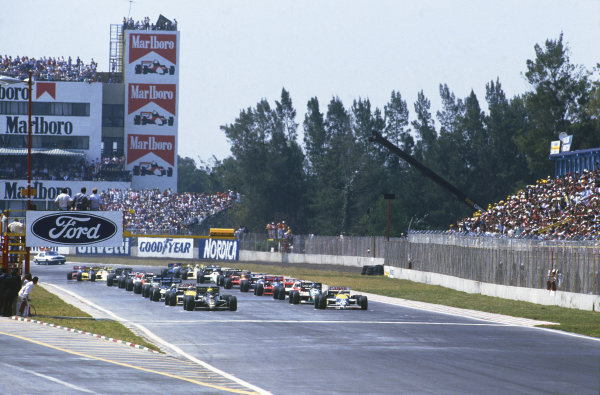 1986 Mexican Grand Prix  Mexico City, Mexico. 9-12th October 1986.  The field prepares for the start with Ayrton Senna, Lotus 98T Renault, and Nelson Piquet, Williams FW11 Honda, on the front row of the grid.  Ref: 86MEX32. World copyright: LAT Photographic