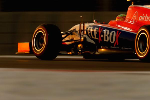 Yas Marina Circuit, Abu Dhabi, United Arab Emirates. Saturday 28 November 2015. Raffaele Marciello, Sauber C34 Ferrari. World Copyright: Glenn Dunbar/LAT Photographic ref: Digital Image _89P0449