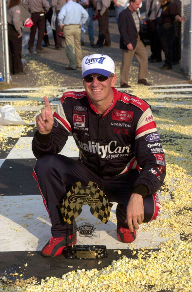 2000 NASCAR Winston Cup. North Carolina Speedway, Rockingham, NC, USA. 20th - 22nd October 2000. Rd 31. Dale Jarrett  (Quality Care / Ford Credit  Ford), 1st position, portrait.  World Copyright: Robt LeSieur / LAT Photographic.