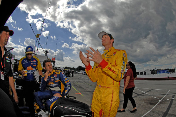 31 July- 2 August, 2015, Lexington, Ohio USA Ryan Hunter-Reay prays to the racing gods while teammate Marco Andretti and crew look on wonder ©2015, Gregg Feistman LAT Photo USA