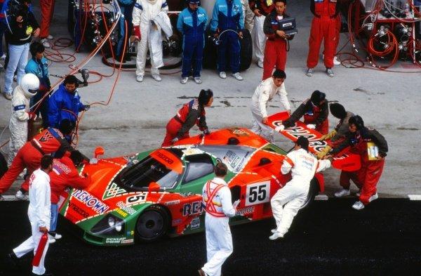 Volker Weidler (GER)/Johnny Herbert (GBR)/Bertrand Gachot (BEL) Mazda 787B makes a pit stop. Le Mans 24 Hours, Le Mans, France, 22-23 June 1991.