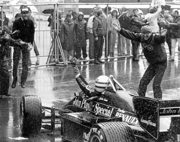 1985 Portuguese Grand Prix.Estoril, Portugal. 19-21 April 1985.Ayrton Senna (Lotus 97T-Renault) celebrates 1st position with Team Manager Peter Warr (right) in parc ferme.World Copyright: LAT PhotographicRef: BATPOR7
