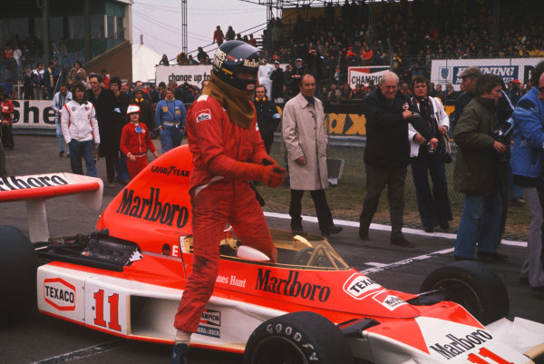 Silverstone, Great Britain. 11th April 1976. James Hunt (McLaren M23-Cosworth), 1st position, on the grid before the race, portrait.  World Copyright: LAT Photographic.  Ref:  76 INT 04.