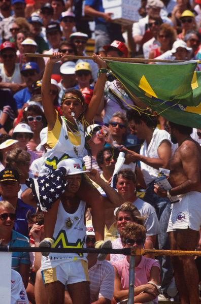 Detroit, Michigan, U.S A. 17th - 19th June 1988. Brazilian fans in the heat. Atmosphere.  World Copyright: LAT Photographic. Ref: CC_DETROIT 5