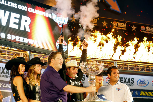 Verizon IndyCar Series Rainguard Water Sealers 600 Texas Motor Speedway, Ft. Worth, TX USA Saturday 10 June 2017 Will Power, Team Penske Team Penske Chevrolet celebrates with the traditional six shooters in victory lane World Copyright: Phillip Abbott LAT Images ref: Digital Image abbott_texasIC_0617_5179