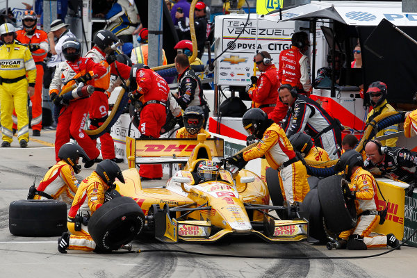 22-23 June, 2013,Newton, Iowa, USA Ryan Hunter-Reay pit stop.(c) 2013, Perry Nelson LAT Photo USA