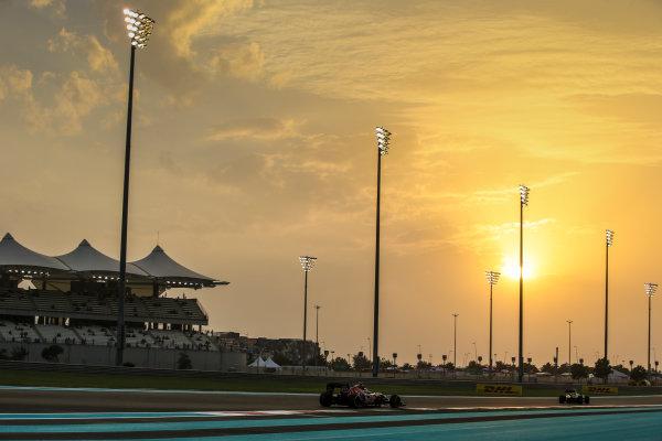 Yas Marina Circuit, Abu Dhabi, United Arab Emirates. Friday 25 November 2016. Daniil Kvyat, Toro Rosso STR11 Ferrari. World Copyright: Charles Coates/LAT Photographic ref: Digital Image AN7T2936