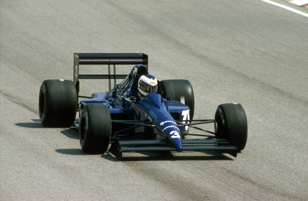 Imola, Italy.21-23 April 1989.Jonathan Palmer (Tyrrell 018 Ford) 6th position.Ref-89 SM 09.World Copyright - LAT Photographic