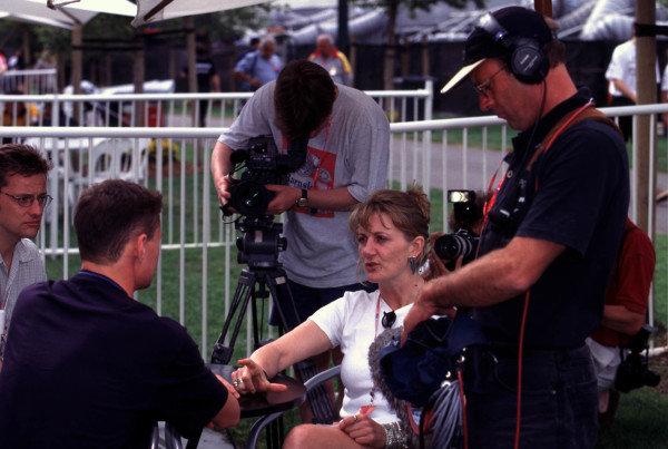 1998 Australian Grand Prix.Albert Park, Melbourne, Australia.6-8 March 1998.ITV pit reporter Louise Goodman with her tv crew.World Copyright - LAT Photographic