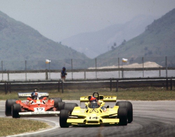 1978 Brazilian Grand Prix. Jacarepagua, Rio de Janeiro, Brazil. 27-29 January 1978. Emerson Fittipaldi (Fittipaldi F5A Ford), 2nd position leads Gilles Villeneuve (Ferrari 312T2), retired, action. World Copyright: LAT Photographic. Ref: 78BR03.