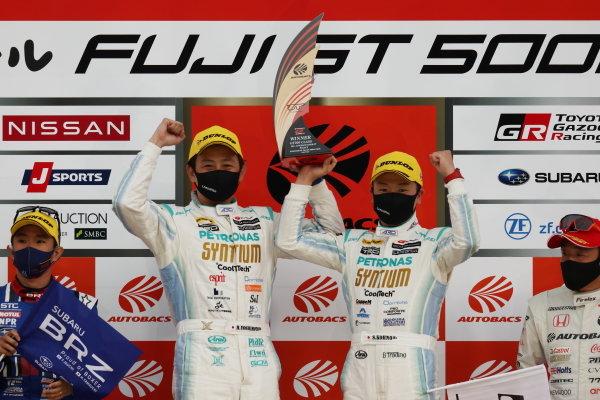 GT300 Winners Hiroki Yoshimoto & Shunsuke Kohno, SYNTIUM LMcorsa Toyota GR Supra GT, celebrate on the podium