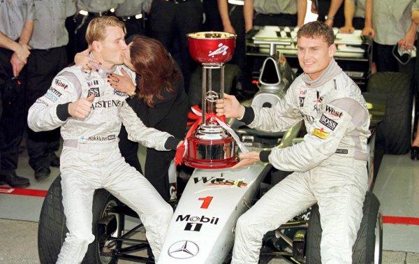 Japanese Grand Prix. Suzuka, Japan. 30/10-1/11 1998. Mika Hakkinen (McLaren Mercedes-Benz) celebrates clinching the World Championship with his wife Erja and team mate David Coulthard. World Copyright - Steve Etherington/LAT Photographic