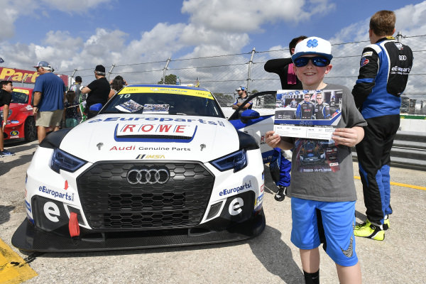 #10 eEuroparts.com ROWE Racing Audi RS3 LMS TCR, TCR: Lee Carpentier, Kieron O'Rourke, young fan on Grid Walk