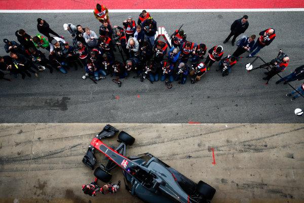 Circuit de Barcelona Catalunya, Barcelona, Spain. Monday 27 February 2017. Kevin Magnussen, Haas, and Romain Grosjean, Haas F1, unveil the Haas VF-17 Ferrari in front of assembled media. World Copyright: Zak Mauger/LAT Images ref: Digital Image _L0U9665
