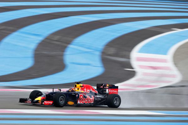 Paul Ricard, France. Tuesday 26 January 2016. Daniil Kvyat, Red Bull Racing RB11 Renault. World Copyright: Steven Tee/LAT Photographic ref: Digital Image _L4R6515