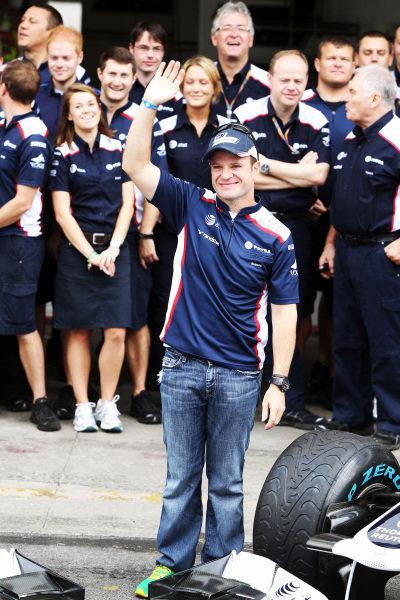 Rubens Barrichello (BRA) Williams at a team photo. Formula One World Championship, Rd 19, Brazilian Grand Prix, Race Day, Interlagos, Sao Paulo, Brazil, Sunday 27 November 2011.