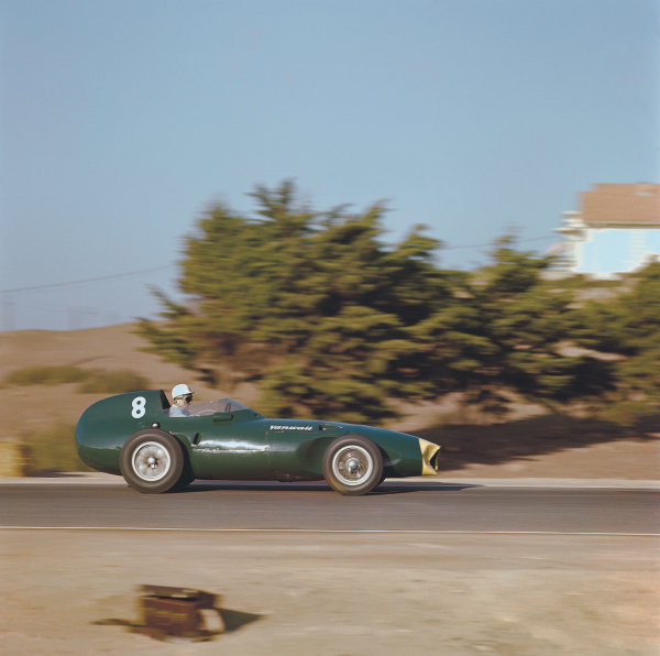 Ain-Diab, Casablanca, Morocco. 17-19 October 1958. Stirling Moss (Vanwall VW5) 1st position. Ref: 3/0126A. World copyright: LAT Photographic.