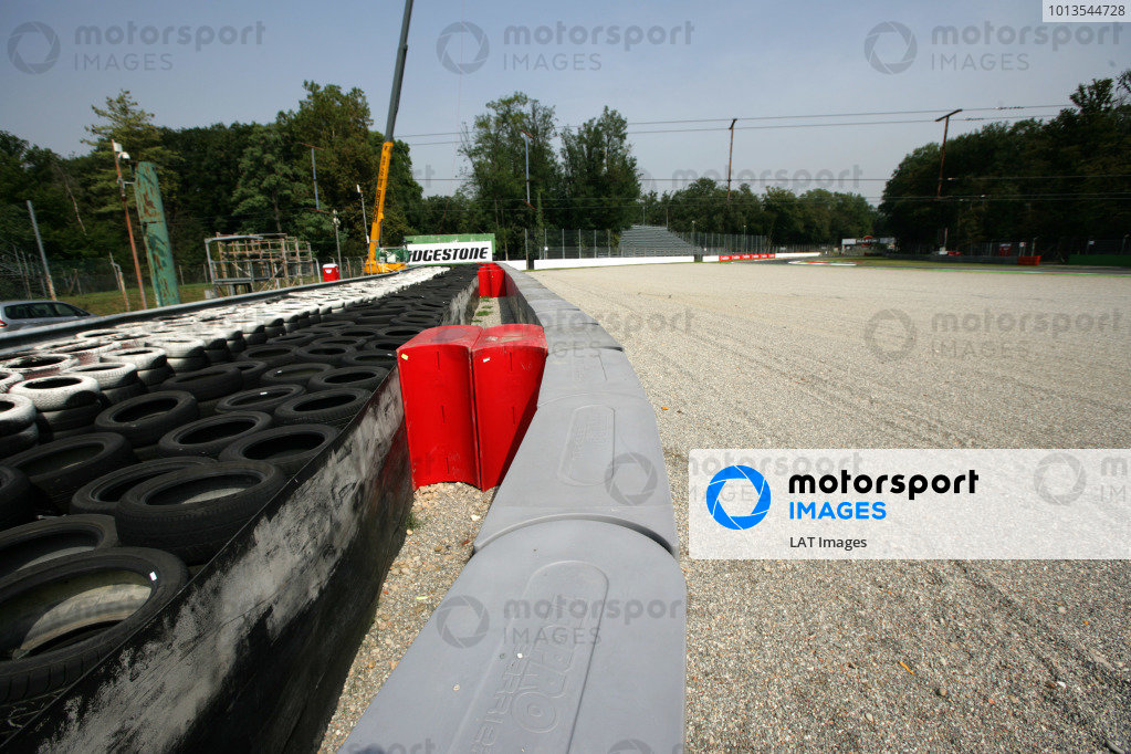 Autodromo di Monza, Monza, Italy.11th September 2008.New fences and Tecpro barriers at the Ascari Chicane, scene of Kimi Raikkonen's 2007 crash.World Copyright: Andrew Ferraro/LAT Photographicref: Digital Image VY9E9006