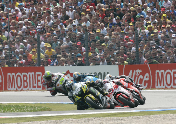 Assen, Netherlands.26th - 28th June 2009.James Toseland Monster Yamaha Tech 3 leads the charge for 6th place.World Copyright: Martin Heath/LAT Photographicref: Digital Image BPI_Moto 8u7f