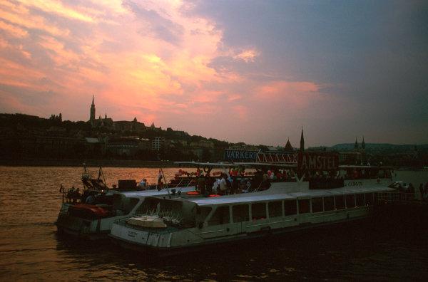 Hungaroring, Hungary.8-10 August 1997.Boats on the River Danube, Budapest, Hungary.Ref-97 HUN 36.World  Copyright - LAT Photographic