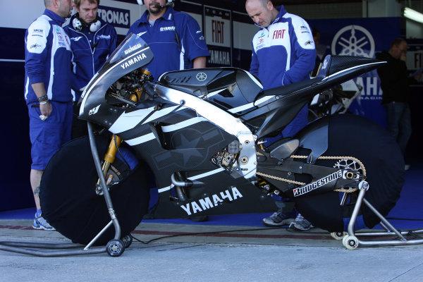 Valencia Test Nov 09-10Ben Spies new 2011 Yamaha M1
