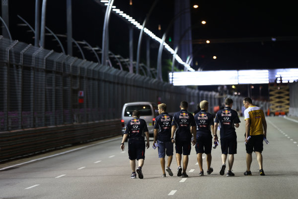 Marina Bay Circuit, Singapore. Thursday 19th September 2013. Sebastian Vettel, Red Bull Racing walks the track with his team. World Copyright: Andy Hone/LAT Photographic. ref: Digital Image HONZ0657