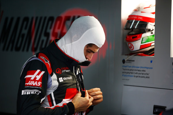 Sepang International Circuit, Sepang, Malaysia. Friday 29 September 2017. Antonio Giovinazzi, Haas F1 Team, prepares to drive in FP1. World Copyright: Andy Hone/LAT Images  ref: Digital Image _ONY1168