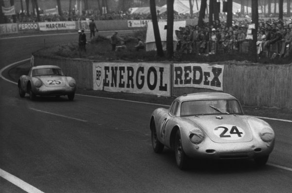 Le Mans, France. 28th - 29th July 1956.Umberto Maglioli/Hans Herrmann (Porsche 550A RS CoupŽ), retired, leads Richard von Frankenberg/Wolfgang von Trips (Porsche 550A RS Coupe), 5th position, action. World Copyright: LAT Photographic.Ref:  Autosport Used Pic.