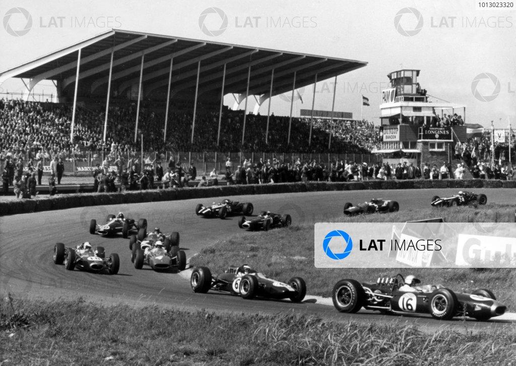 1966 Dutch Grand Prix.Zandvoort, Holland. 24 July 1966.Jack Brabham, Brabham BT19-Repco, 1st position, leads Jim Clark, Lotus 33-Climax, 3rd position, Denny Hulme, Brabham BT20-Repco, retired, Michael Parkes, Ferrari 312, retired, Graham Hill, BRM P261, 2nd position, Dan Gurney, Eagle AAR101-Climax, retired, Jackie Stewart, BRM P261, 4th position, Jochen Rindt, Cooper T81-Maserati, retired, Lorenzo Bandini, Ferrari 312, 6th position, and John Surtees, Cooper T81-Maserati, retired, at the start, action.World Copyright: LAT Photographic