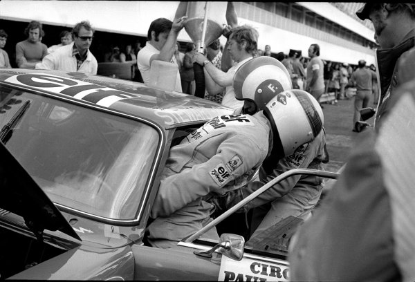 European Touring Car Championship.Jackie Stewart and Francois Cevert during a pitstop.World Copyright: LAT Photographic