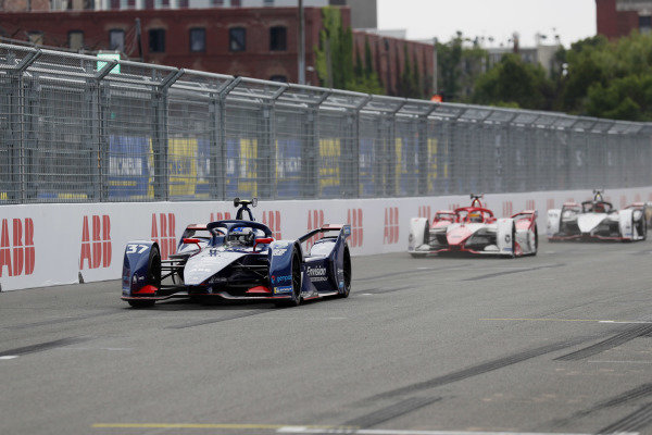 Nick Cassidy (NZL), Envision Virgin Racing, Audi e-tron FE07, leads Sergio Sette Camara (BRA), Dragon Penske Autosport, Penske EV-5, and Pascal Wehrlein (DEU), Tag Heuer Porsche, Porsche 99X Electric