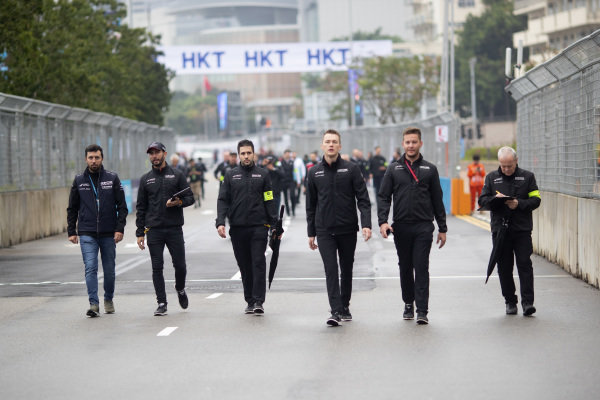 Jose Maria Lopez (ARG), GEOX Dragon Racing and Maximilian Günther (DEU), Dragon Racing walk the track with the team
