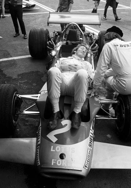 Jochen Rindt(AUT) chills out whilst talking to Jackie Stewart(GBR) right Mexican GP, Mexico City, 19 October 1969