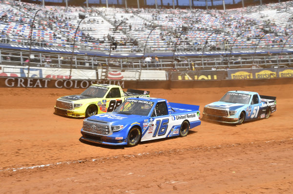 #16: Austin Hill, Hattori Racing Enterprises, Toyota Tundra United Rentals, #88: Matt Crafton, ThorSport Racing, Toyota Tundra ThorSport Racing